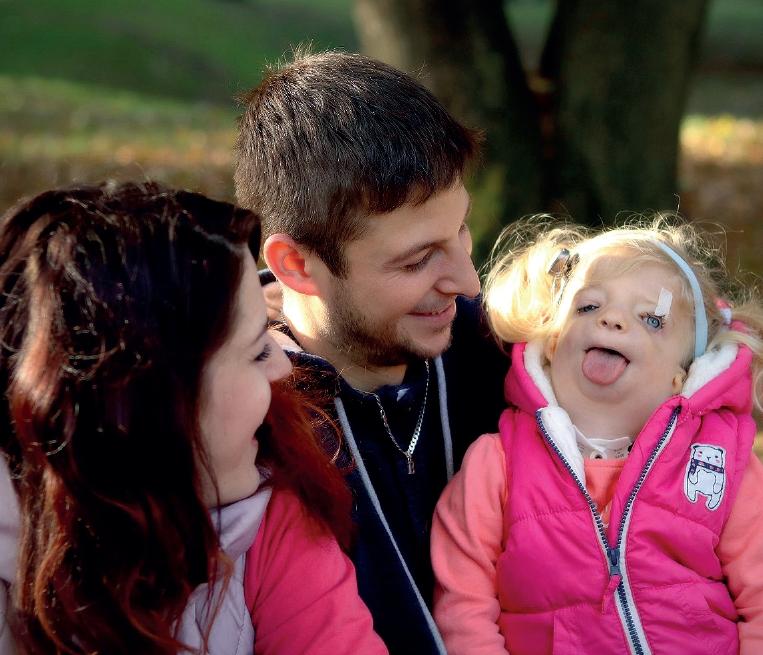 Beatka, trpící TC syndromem, s rodiči
