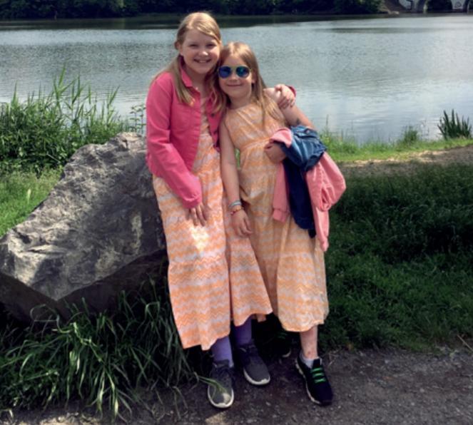 sestry trpící EB u vody